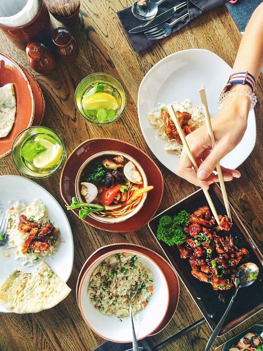 Asisk mad på restaurant