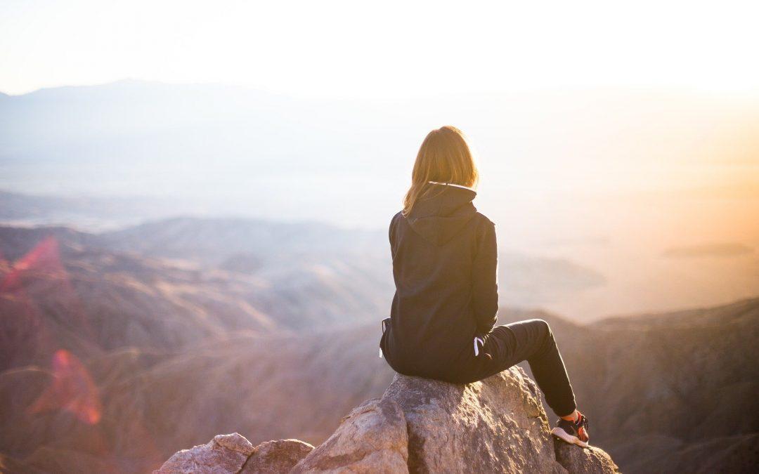 Kvinde på bjergtop